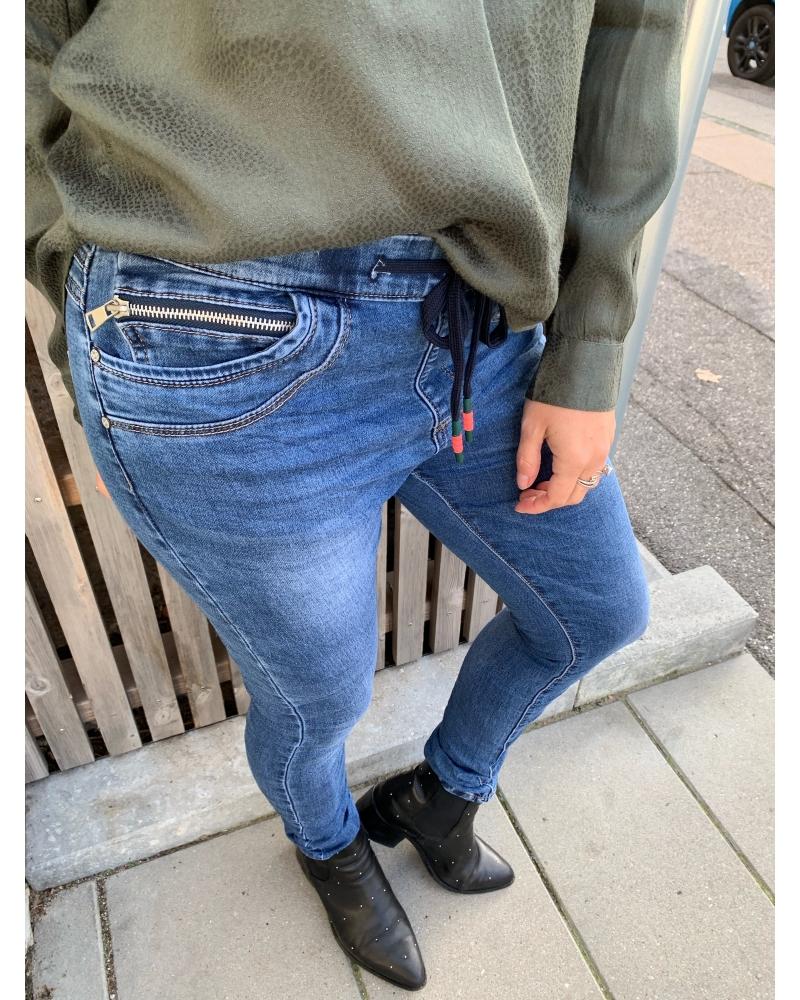 Jogging stretch jeans ZIPPER POCKET