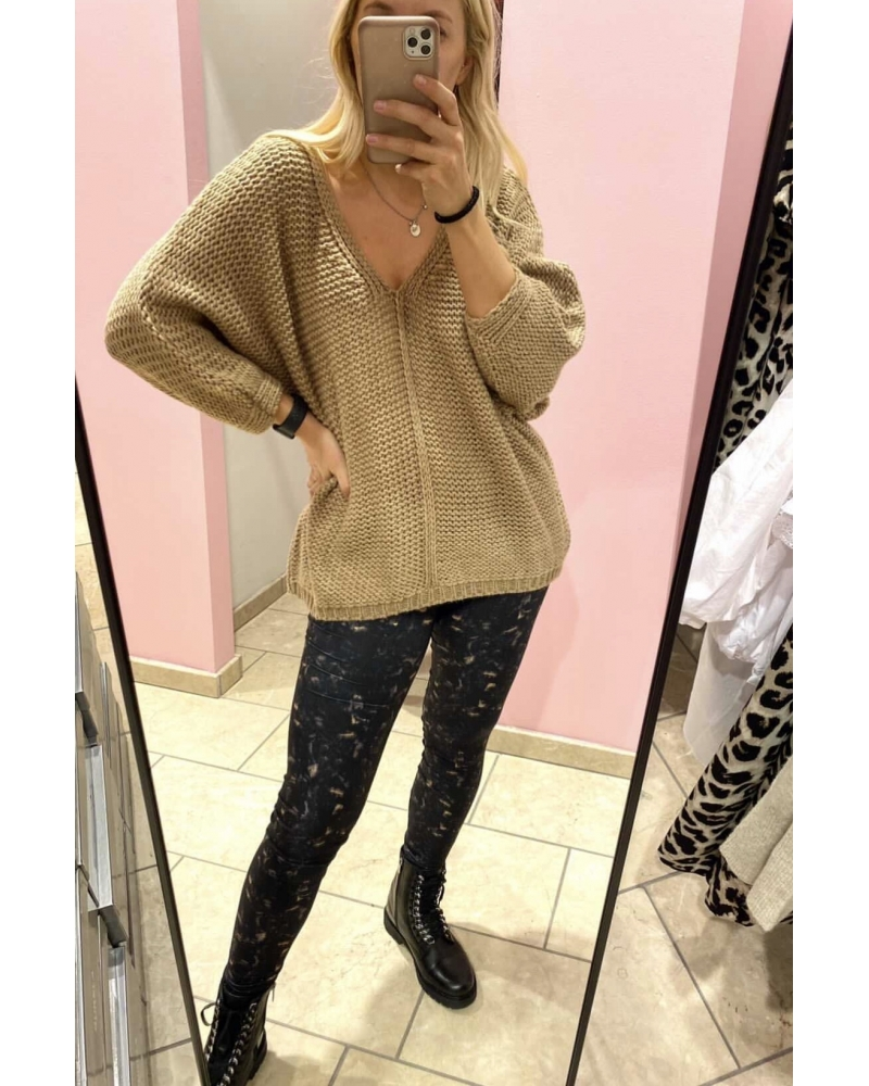 Moe oversize v-neck knit BEIGE (Levering start December)